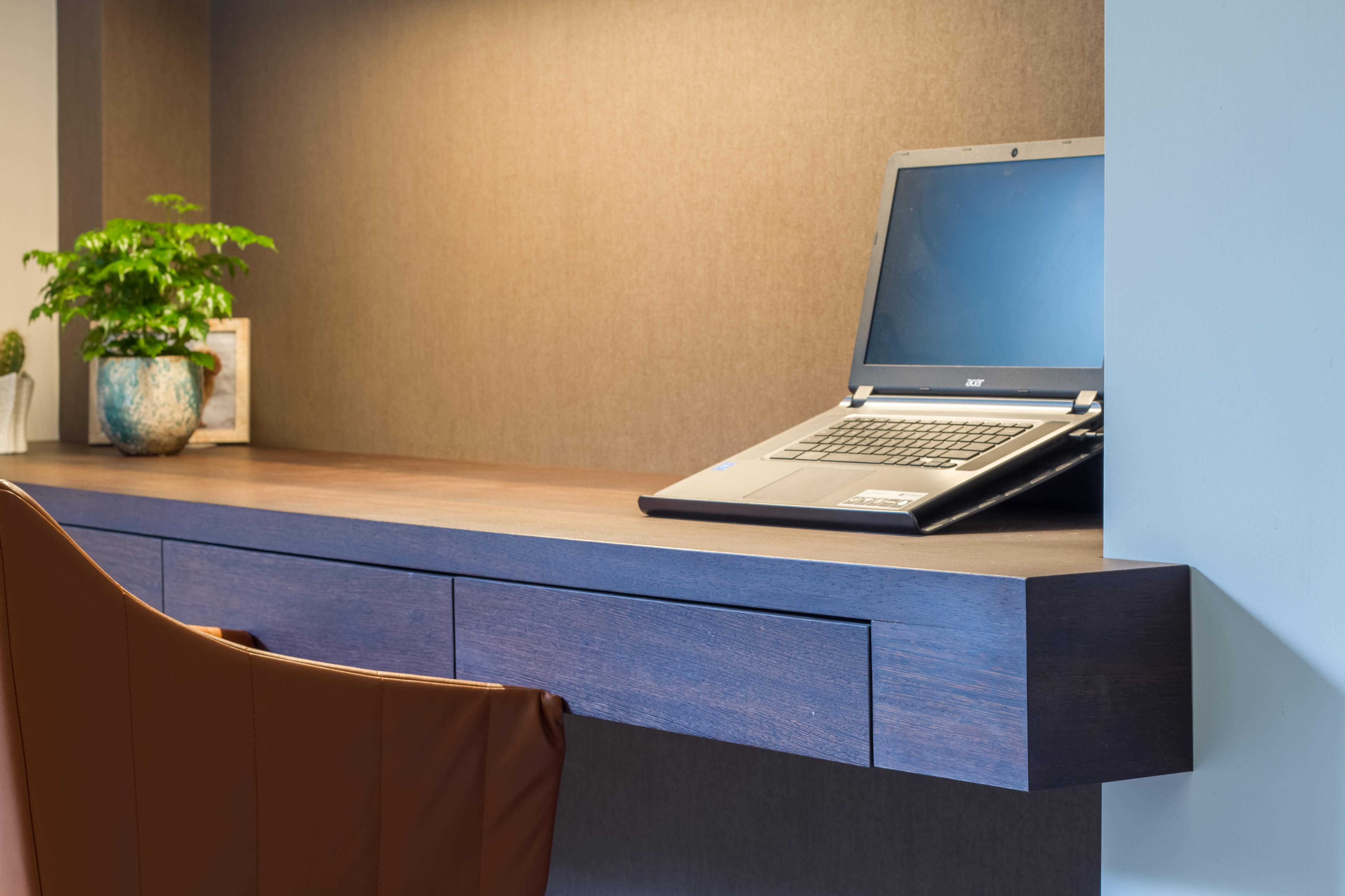 Wengé houten bureau hirsch kasten op maat