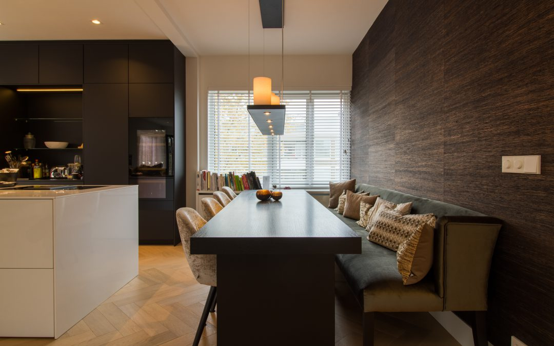 Zwart houten eiken fineer keukentafel